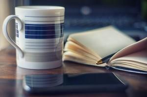 コーヒーと開かれた本