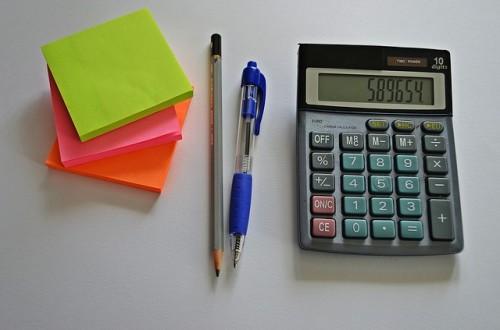 ポストイットとペンと電卓