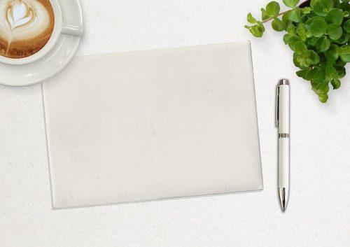 真っ白なノートパッドとコーヒー