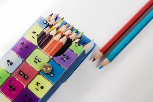 顔のついた色鉛筆